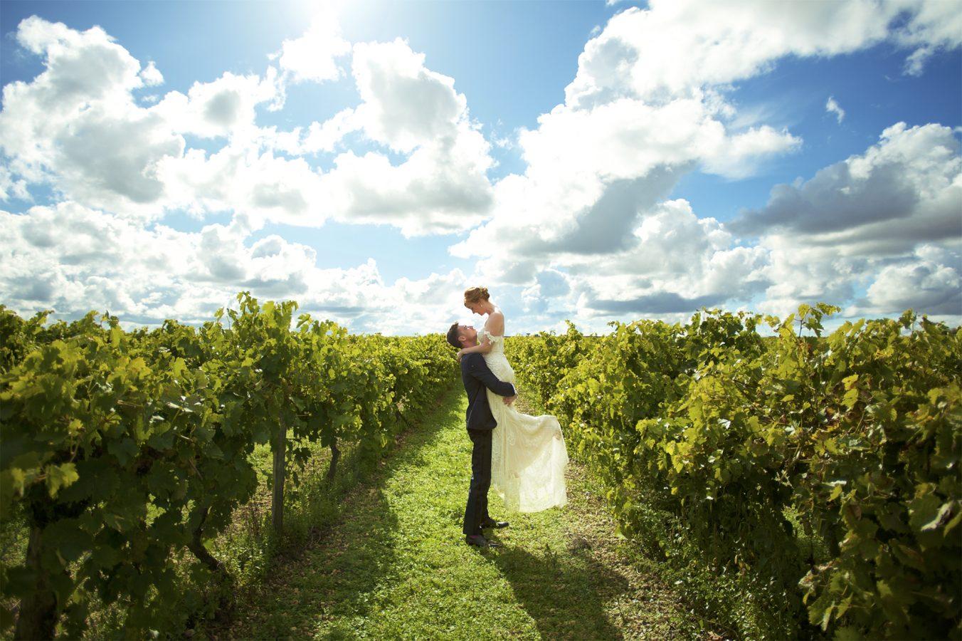 95 - Nicolas & Claire. Leur mariage à Angoulême. Photographe de mariage en Bretagne. Destination wedding photographer.